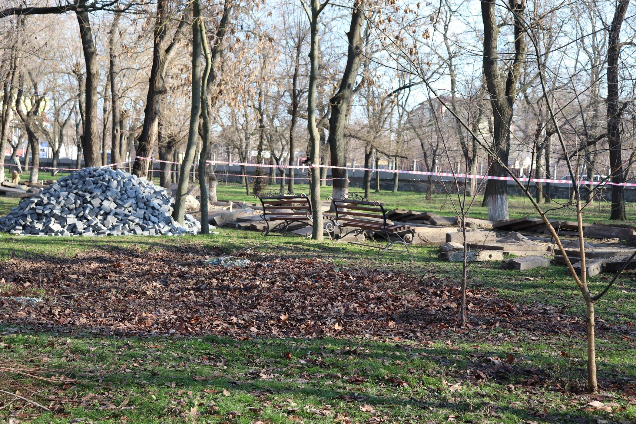 В ХГУ приводят в порядок парк